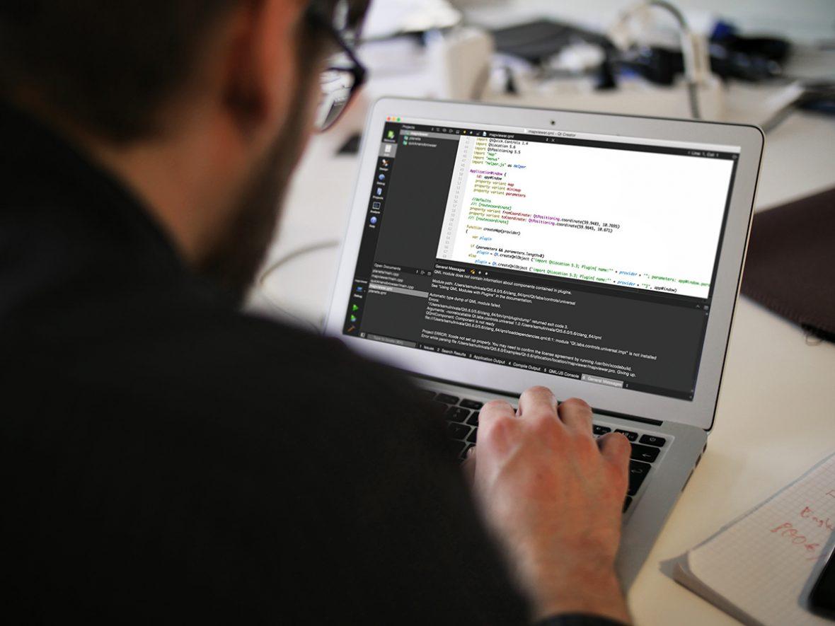 qt_mockup_laptop_05